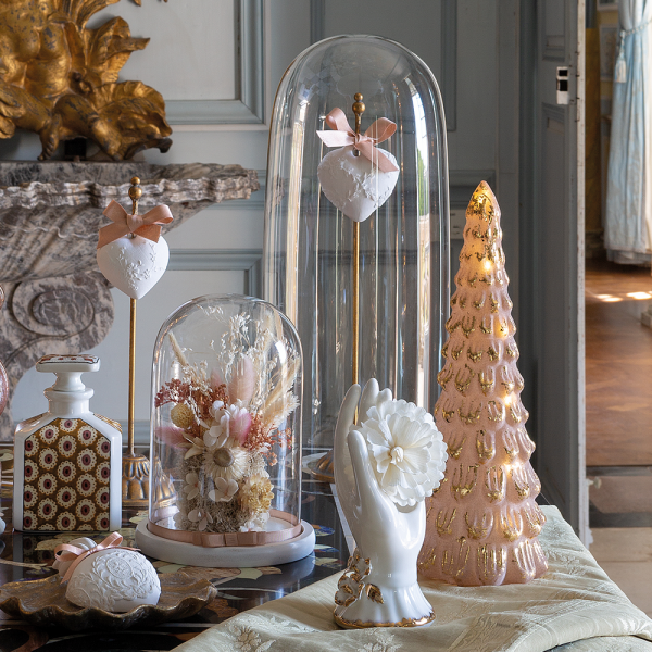 Cloche with dried flowers Cabinet des Merveilles