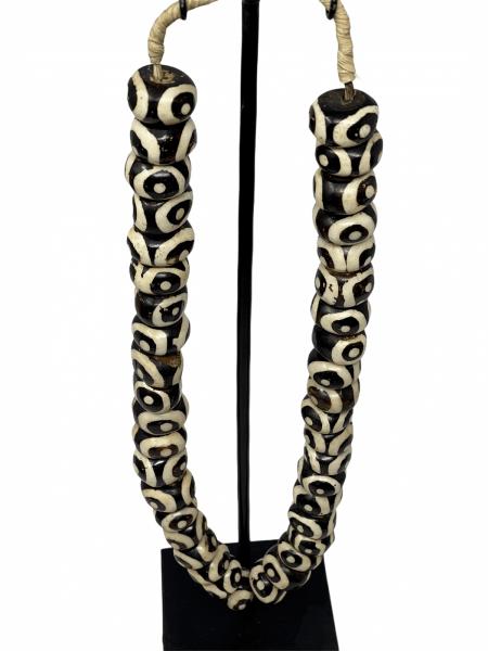Kenya Beads - dark brown & white circular pattern